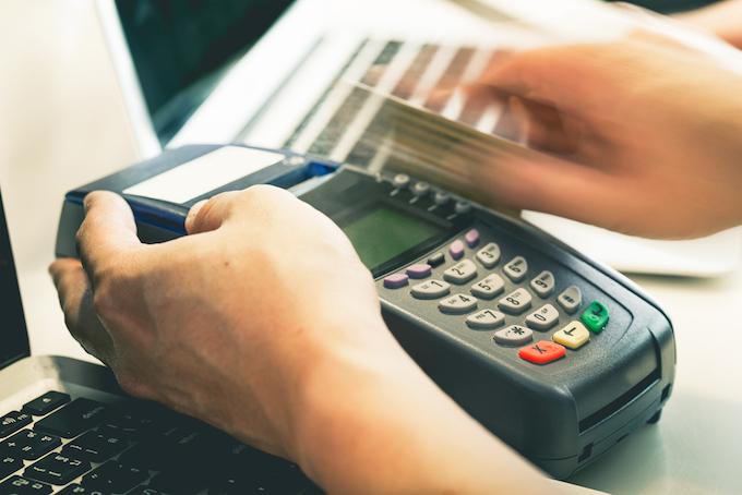 debit-credit-card-swipe